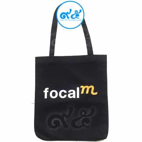 กระเป๋าผ้า สีดำ Focal M